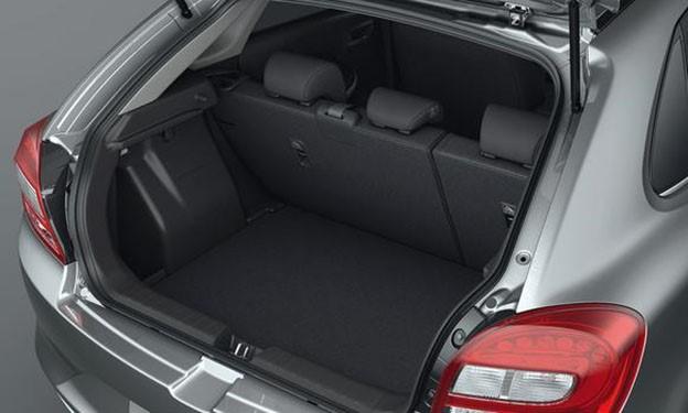 Gambar ruang bagasi mobil Suzuki Baleno 2018
