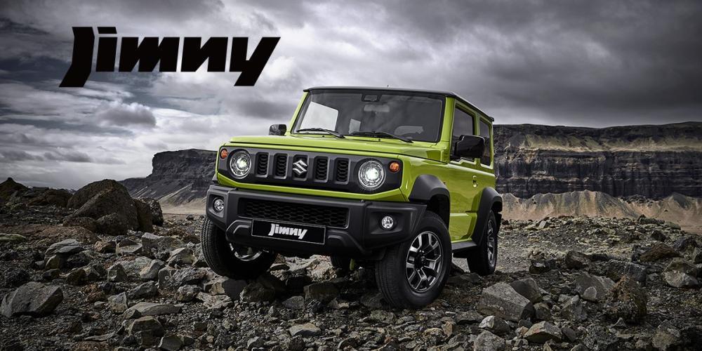 Gambar mobil Suzuki Jimny 2018 berwarna hijau tua dilihat dari sisi depan