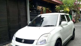 Mobil Suzuki Swift GT3 2011terbaik di Bali