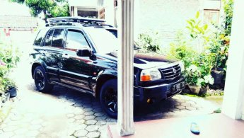 Jual Mobil Suzuki Escudo JLX 2001
