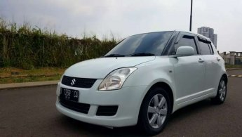 Swift ST Matic 2010 Putih
