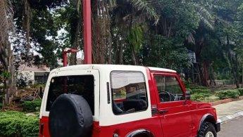 Suzuki Jimny Sierra SJ410Q Asli 1984 Merah