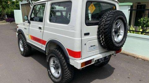 Suzuki Jimny 5 MT 2004